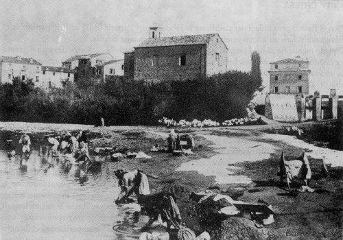 Chiesa del Portone e lavandaie al fiume Misa (1930)